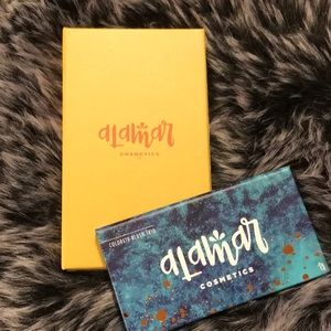 Alamar eyeshadow & blush palette